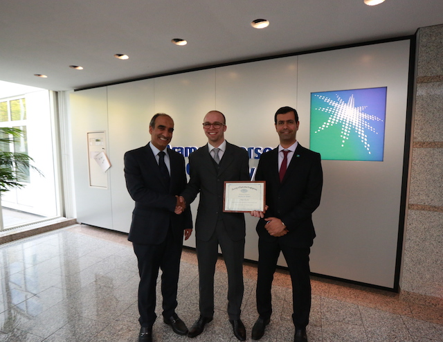 Niels Grobbe being congratulated by the Aramco Overseas Company B.V. Managing Director